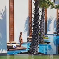 Premier King Pool Terrace