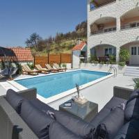 Hotellikuvia: Two-Bedroom Apartment in Kucine, Kučine