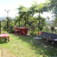 Hotellikuvia: Guesthouse Markoz Achareli 65, Batumi