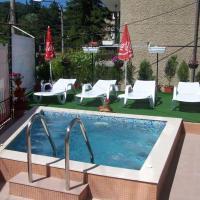 Hotel Pictures: Family Hotel Vityaz House, Velingrad