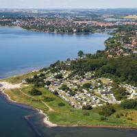 Hotel Pictures: Husodde Strand Camping & Cottages, Horsens