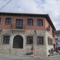 Hotel Pictures: Hostal Crucica, Nogueruelas