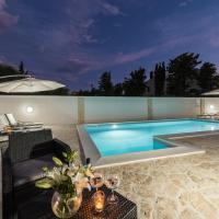 Fotos do Hotel: Villa Star 1 luxury apartment with a pool, Novalja