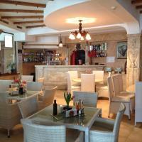 Hotel Pictures: Kamelot Hotel, Pasarel