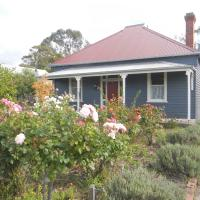 Hotel Pictures: Yarram Cottage: Art and Accommodation, Yarram