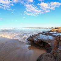 Hotel Pictures: Breakaway BeachHouse, Caves Beach