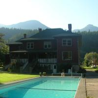 Hotel Pictures: Sasquatch Crossing Eco Lodge B&B, Harrison Mills
