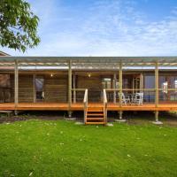 Hotellbilder: 98 Ocean Parade - Rustic Log Cabin, Dalmeny