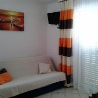 Hotel Pictures: Apartment Novi Vinodolski 15292a, Novi Vinodolski