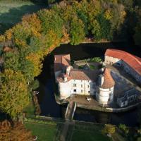 Hotel Pictures: Château des Martinanches, Saint-Dier-d'Auvergne