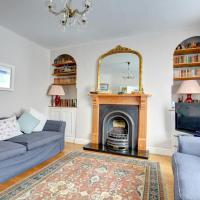 Hotel Pictures: Woodbine Cottage, Tenby