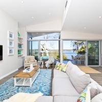 Hotellikuvia: Hamptons Coastline Retreat- Waterfront with a Heated Pool, Corlette