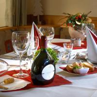 Hotel Pictures: Gasthof zum Goldenen Lamm, Wettelsheim