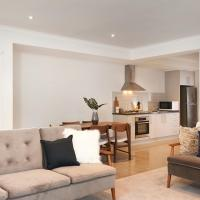 Hotel Pictures: Sleek and Spacious Flat, Chadstone