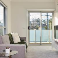 Hotel Pictures: Cozy and Airy 1 Bedroom Flat, Chadstone