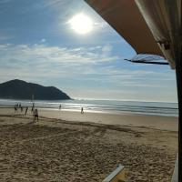 Hotelbilder: 30 metros da praia, 3 suítes., Balneário Camboriú