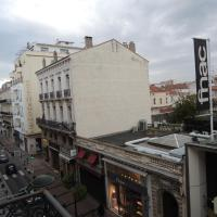 Two-Bedroom Apartment - 86 rue d'Antibes