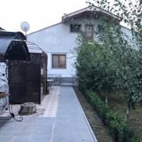Hotellikuvia: Qarashamb guest house, Arzni