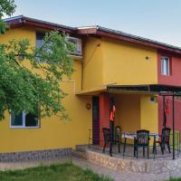 Hotel Pictures: Three-Bedroom Holiday Home in Pavel Banya, Pravoslaven