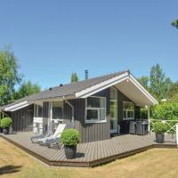 Hotel Pictures: Holiday home Stolt Henriksvej II, Bøtø By