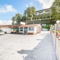 Zdjęcia hotelu: 2 BR Boutique stay in Charleville Road, Mussoorie (517E), by GuestHouser, Mussoorie