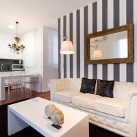Classic Two-Bedroom Apartment with Terrace - Avenida Maria Cristina 6