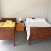 Hotellbilder: 5 bed room house+WiFi + Walk to supermarket, Point Cook