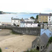 Hotel Pictures: Long Boats, Tenby