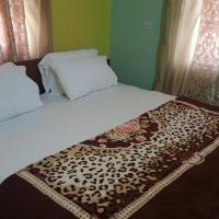 Фотографии отеля: Yelsking Royal Lodge, Adentan
