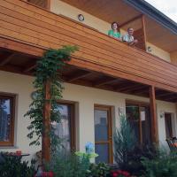 Hotel Pictures: Weinbauernhof Vier Jahreszeiten, Staatz