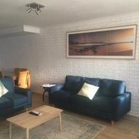 Hotel Pictures: Sunlit Townhouse, Kincumber