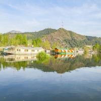 Fotos do Hotel: 2 BHK Houseboat in Dal Lake, Srinagar(95E3), by GuestHouser, Srinagar