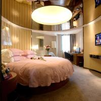 Deluxe Room with Round Bed