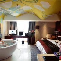 Deluxe Queen Room with Bathtub