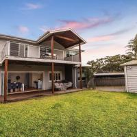 Hotel Pictures: Sydney finest spacious house for family retreat, Miranda