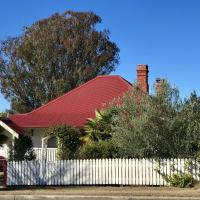 Hotellikuvia: Tenterfield Historic c1895 Cottage, Tenterfield