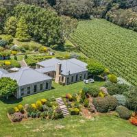 Hotel Pictures: Mornington Peninsula's Sandstone Estate Private Vineyard and Accommodation, Red Hill