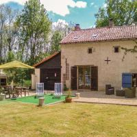 Hotel Pictures: Four-Bedroom Holiday Home in Usson du Poitou, Usson-du-Poitou