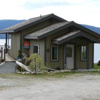 Hotel Pictures: The Getaway Waterfront Cottage, Brew Bay