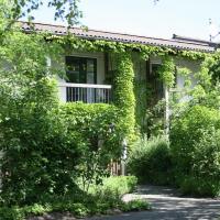 Hotel Pictures: Ferienwohnung auf einem Reiterhof, Ribnitz-Damgarten