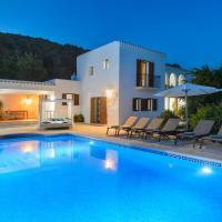 Hotel Pictures: San Jose Villa Sleeps 6 Pool Air Con WiFi, San Jose