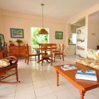 Three-Bedroom Villa (5-6 People)