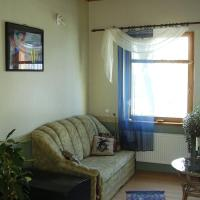 Family Room (6 Adults)