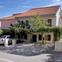Фотографии отеля: Stari Grad Apartment Sleeps 4 Air Con WiFi, Стари Град