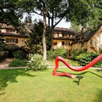 Hotel Pictures: Relais & Châteaux-Hotel Cazaudehore - La Forestière, Saint-Germain-en-Laye