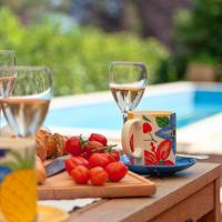 Foto Hotel: Jelsa Villa Sleeps 8 Pool Air Con WiFi, Jelsa (Gelsa)