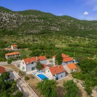 Zdjęcia hotelu: Zupa Villa Sleeps 8 Pool Air Con WiFi, Župa