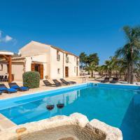 Hotellikuvia: Viscari Villa Sleeps 12 Pool Air Con WiFi, Scopello
