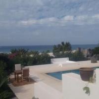 Hotel Pictures: Famara Apartment Sleeps 4 Pool WiFi, Famara