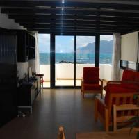 Hotel Pictures: Famara Villa Sleeps 5 WiFi, Famara